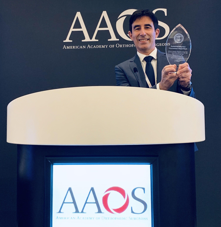 El Doctor Pérez Carro, Especialista De Igualatorio Cantabria, Recibe Un Premio De La Asociación Americana De Cirujanos Ortopédicos (AAOS)
