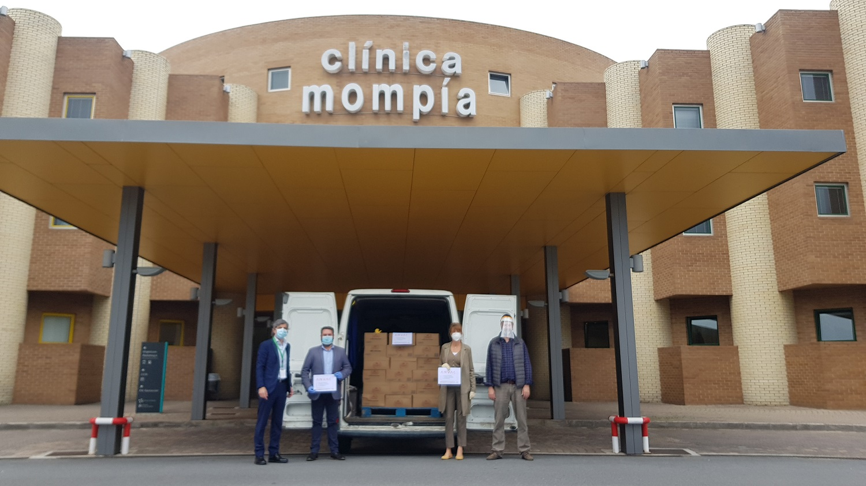 Clínica Mompía Recibe Una Donación De 1500 Botellas De Agua